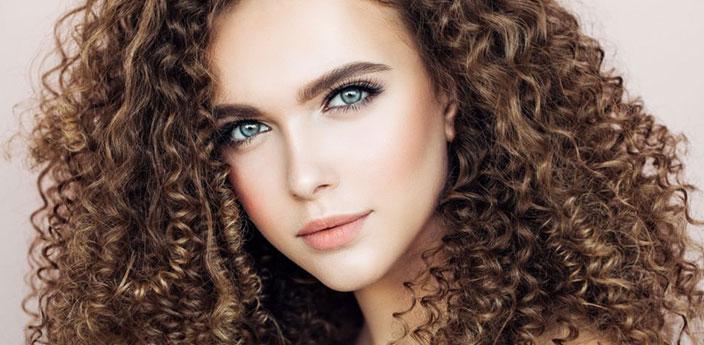آیا افراد با موهای فر میتوانند کاشت ابرو انجام دهند؟